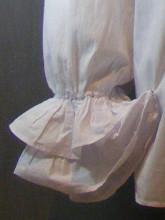 chemise blanche à jabot