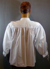 chemise blanche à manche bouffante